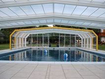 abri schwimmbad berdachung ohne schienen in klagenfurt. Black Bedroom Furniture Sets. Home Design Ideas